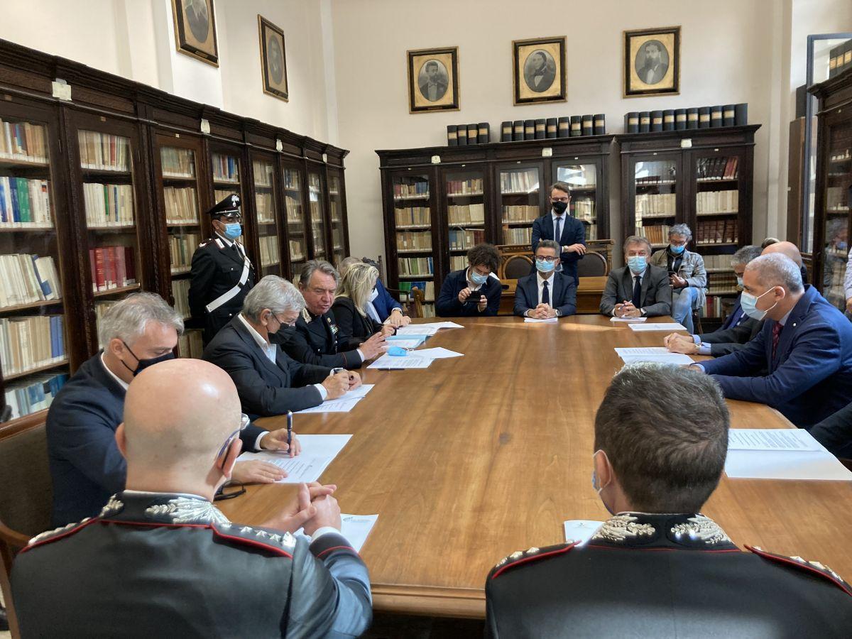 Ambiente - firmato alla CCIAA di Bari il protocollo d'intesa per contrastare l'illegalità nel settore dei rifiuti